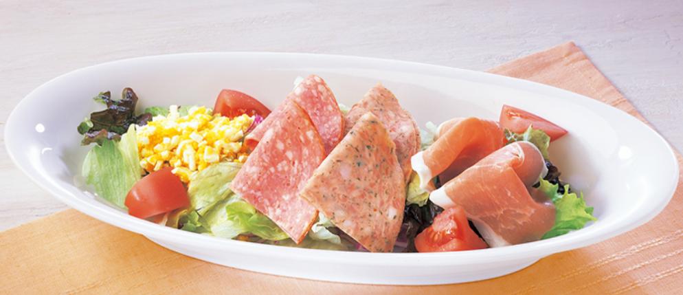 2種のボロニアソーセージとプロシュートのサラダ